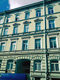 Many of Sibelius's former Helsinki residences have been redeveloped. He lived here – Kalevankatu 45 (formerly Wladimirinkatu) – from the autumn of 1892 until the spring of 1893; his first daighter Eva was born here. Since Sibelius's time two extra storeys have been added. Photo: Anjali Dhar