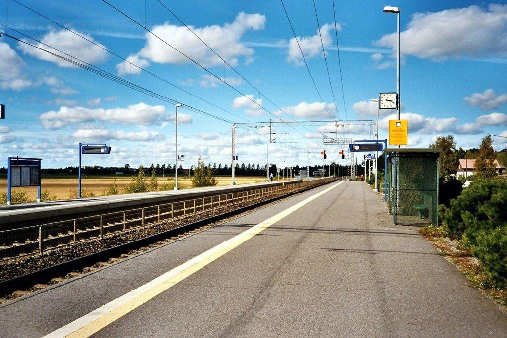 Ainola Railway Station (photo © Junafani / Wilimedia Commons)