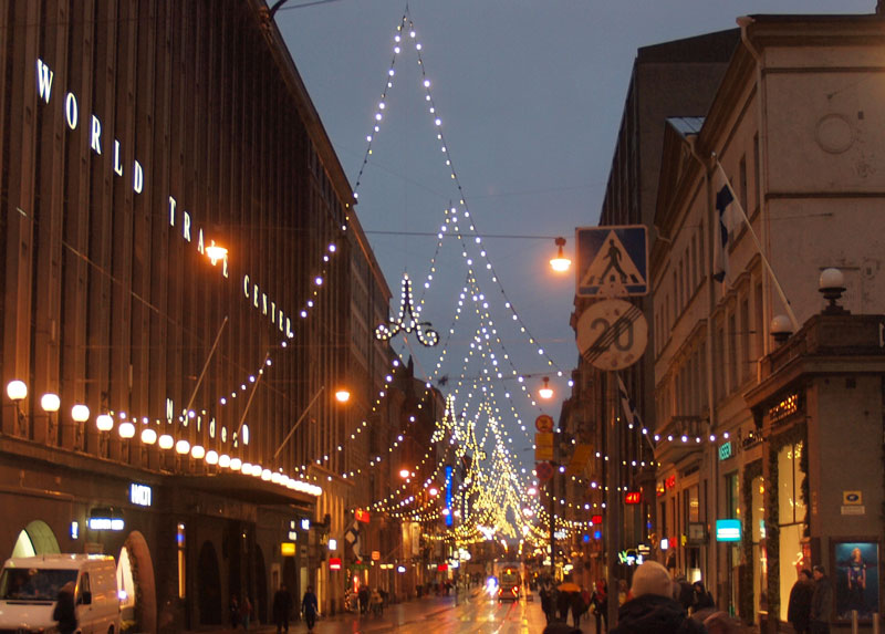 Christmas lights, Aleksanderinkatu, Helsinki (Photo: © JIP / Wikipedia Creative Commons)